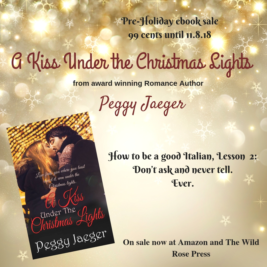 A kiss Under the Christmas LIghts | Peggy Jaeger